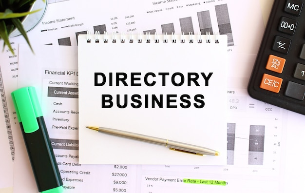 Notatnik z tekstem directory business. pomysł na biznes.