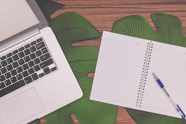 Notebook i notebook na biurku
