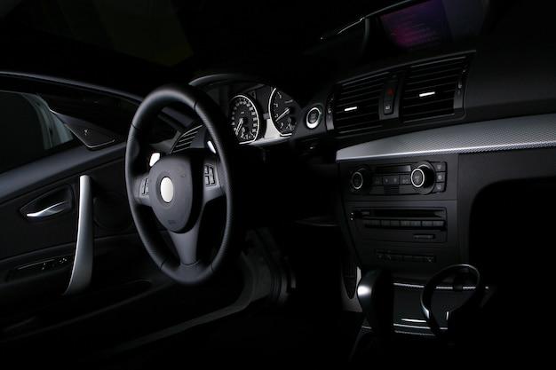 Nowa deska rozdzielcza samochodu