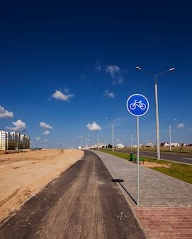 Nowa droga - budowana nowa droga w budowanej nowej dzielnicy miasta