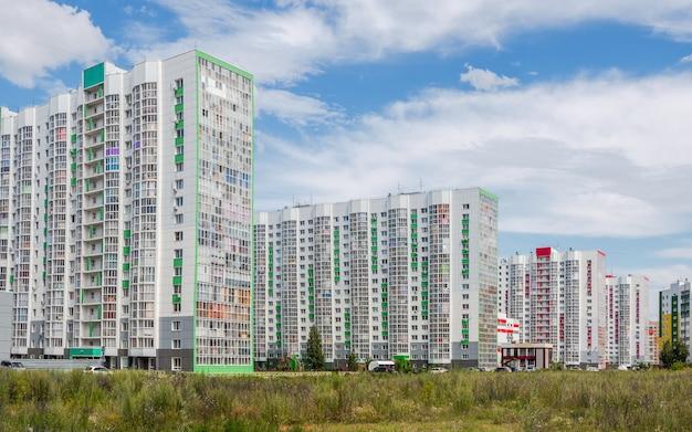 Nowa dzielnica mieszkaniowa nowoczesne piękne nowe budynki