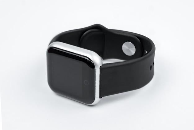Nowa inteligentna bransoletka fitness z pustym czarnym ekranem