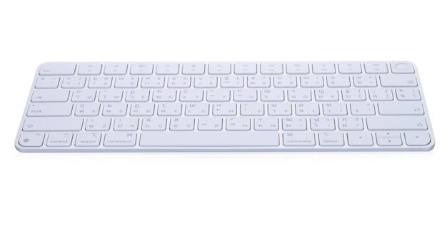 Nowa klawiatura bezprzewodowa biały model na białym tle.