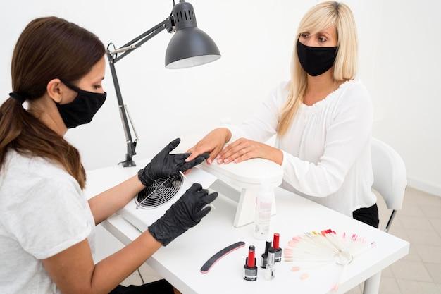 Nowa normalność w salonie paznokci