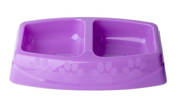 Nowa plastikowa miska dla zwierząt domowych na białym tle