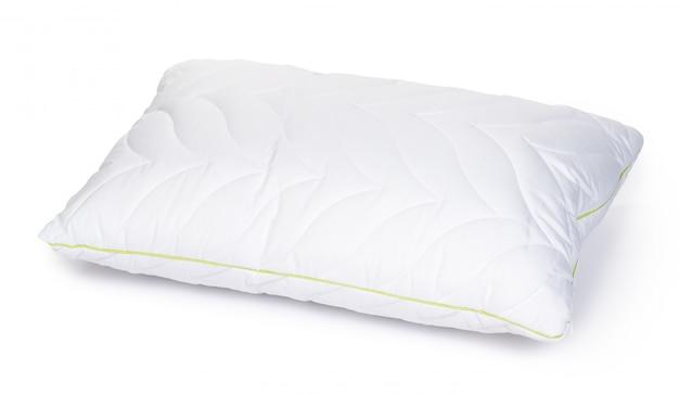 Nowa poduszka w opakowaniu na białym tle