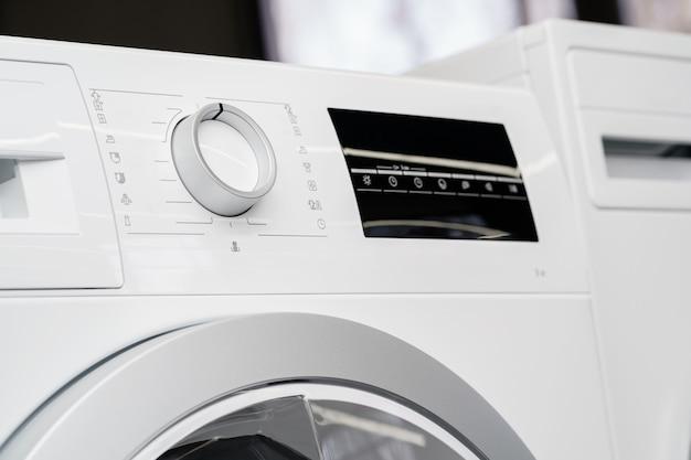 Nowa pralka w sklepie agd