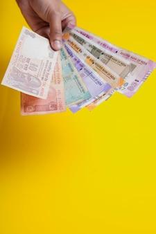 Nowe Banknoty W Walucie Indyjskiej O Wartości 50, 200, 500 I 2000 Rupii. Premium Zdjęcia