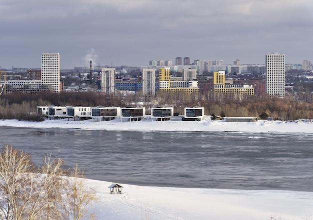 Nowe budynki na obrzeżach nowosybirska