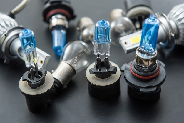 Nowe halogenowe żarówki samochodowe, części zamienne do reflektorów samochodowych. światło w trybie auto.