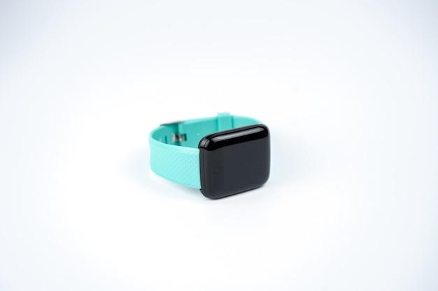 Nowe inteligentne bransoletki fitness z pustym czarnym ekranem