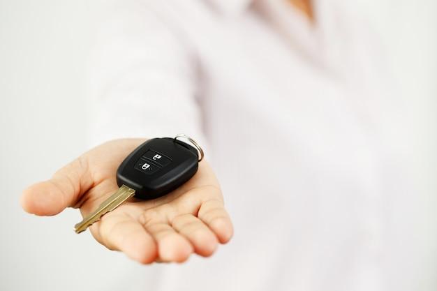Nowe kluczyki z ofertami nisko oprocentowane kredyty samochodowe w salonach
