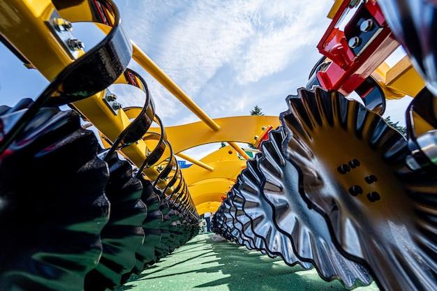 Nowe nowoczesne detale maszyn i urządzeń rolniczych