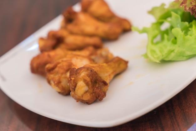 Nowe orleanowe skrzydło kurczaka