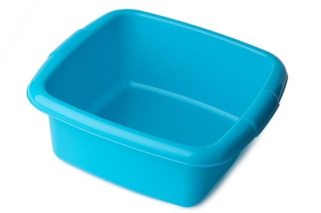 Nowe plastikowe umywalki jasne na białym tle