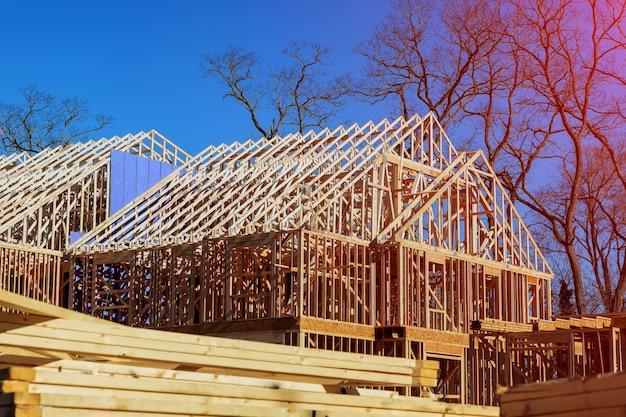 Nowe szkielety domów mieszkalnych
