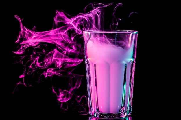 Nowe szkło z miękkim, wielokolorowym fioletowym dymem