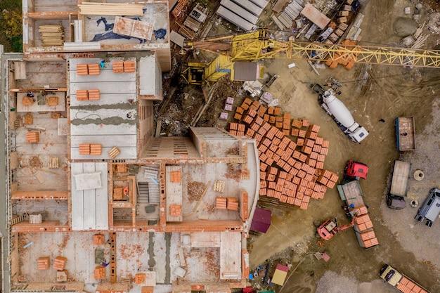 Nowe wielopiętrowe budynki mieszkalne w mieście, widok z góry