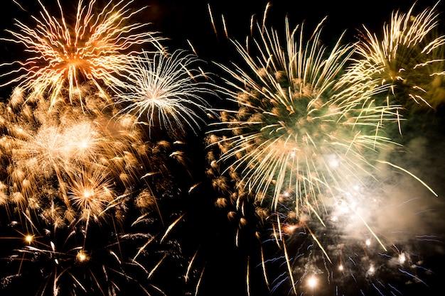 Nowego roku fajerwerków tło, nowy rok życzy pojęcie