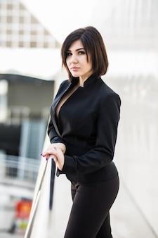 Nowoczesna Bizneswoman W Biurze Z Miejscem Na Kopię Darmowe Zdjęcia