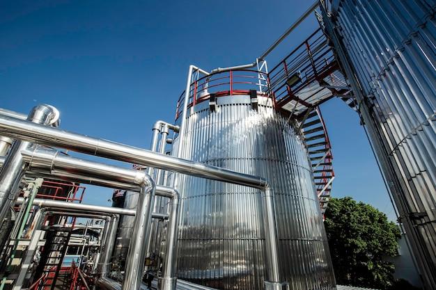 Nowoczesna fabryka chemii zbiorników i rurociągów z dużymi zbiornikami nabłyszczającymi na olej silnikowy mieszalnika