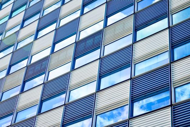 Nowoczesna fasada budynku z bliska
