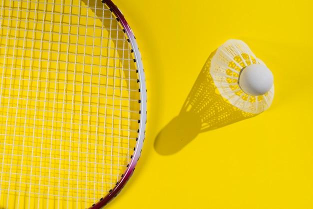 Nowoczesna kompozycja sportowa z elementami do badmintona