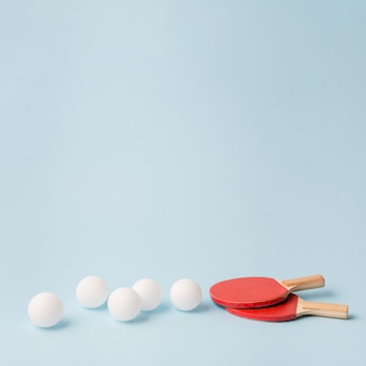 Nowoczesna kompozycja sportowa z elementami ping ponga