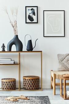 Nowoczesna kompozycja w stylowym wnętrzu salonu z designerskimi fotelami, ramkami na plakaty, dywanem, dekoracją, suszonymi kwiatami, rattanowym koszem i eleganckimi dodatkami w wystroju domu.