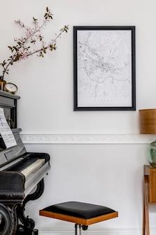 Nowoczesna kompozycja wnętrza domu ze stylowym czarnym pianinem, designerską szafką, wiosennymi kwiatami, lampą, dekoracją, makietą mapy plakatowej i eleganckimi akcesoriami osobistymi w stylowym wystroju domu.