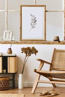 Nowoczesna kompozycja wnętrza salonu z designerskim fotelem, drewnianą półką, starym oknem, suszonymi kwiatami w wazonie, brązową ramą, dekoracją i eleganckimi dodatkami osobistymi.