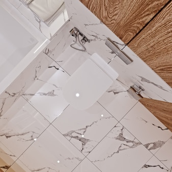 Nowoczesna łazienka z marmurowymi i drewnianymi kafelkami