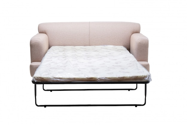 Nowoczesna sofa z szarej tkaniny z wysuwanym materacem do spania na białym tle