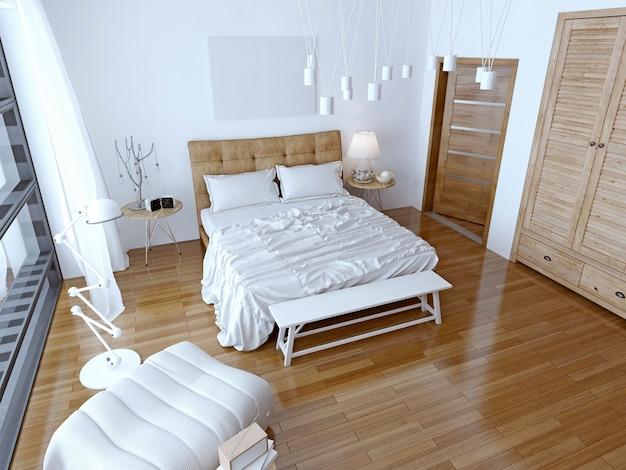Nowoczesna sypialnia z brązowym łóżkiem i białą ścianą.