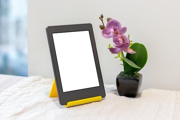 Nowoczesna szara książka elektroniczna lub tablet