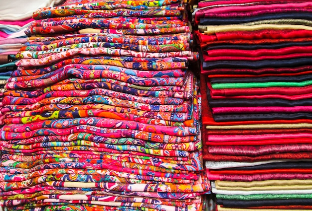 Nowoczesna tkanina colorfol. wzory ludowe.