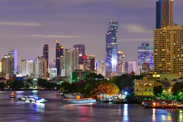 Nowoczesne budynki biurowe w bangkoku