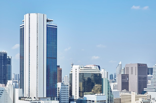 Nowoczesne budynki wieżowców miejskich