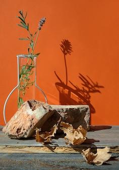 Nowoczesne ceglane podium jesienne w kolorze pomarańczowym i brązowym z naturalnym dekoracją sezonową