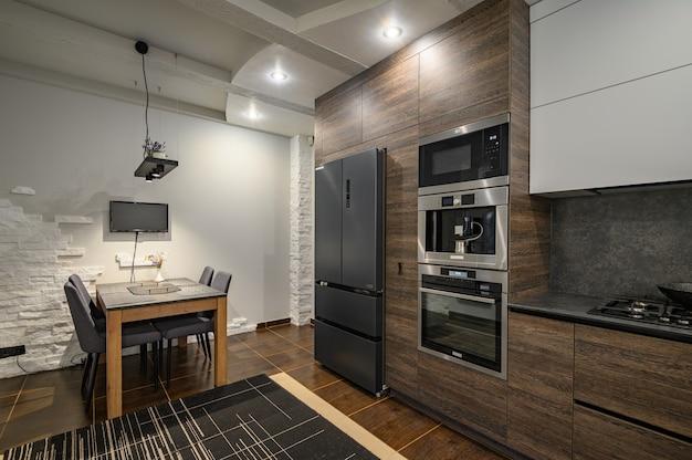 Nowoczesne luksusowe ciemnobrązowe szare i czarne detale kuchenne