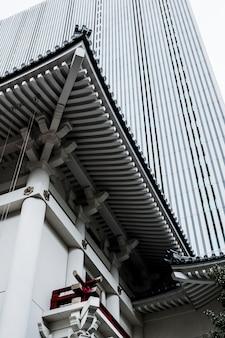 Nowoczesne wieżowce w dzielnicy biznesowej japonii