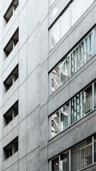 Nowoczesne wieżowce z oknami
