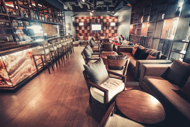 Nowoczesne wnętrze restauracji. filtr tonujący w stylu retro