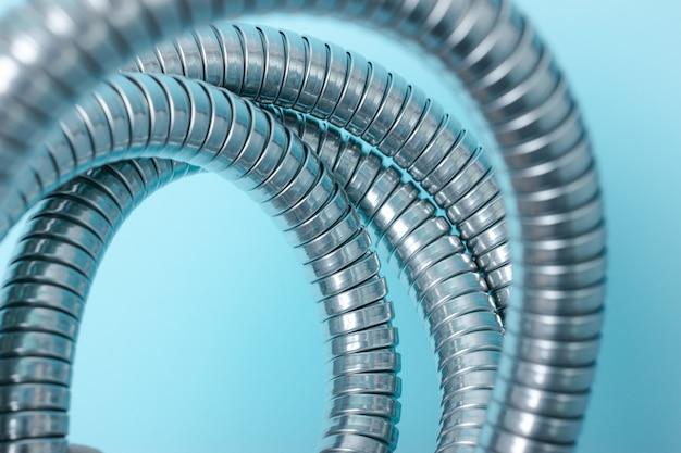 Nowoczesny chromowany wąż prysznicowy