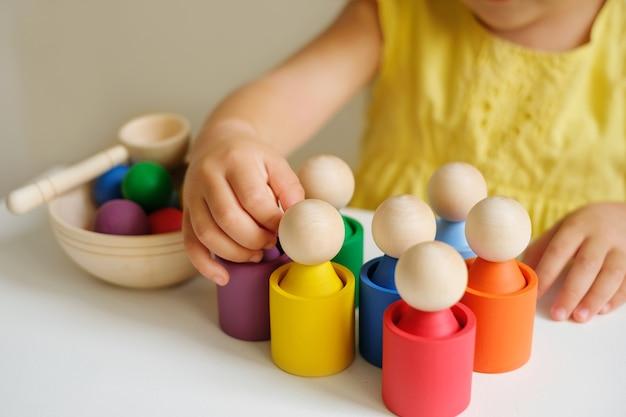Nowoczesny kreatywny sorter zabawek wykonany z drewna do badania kwiatów przez przedszkolaki