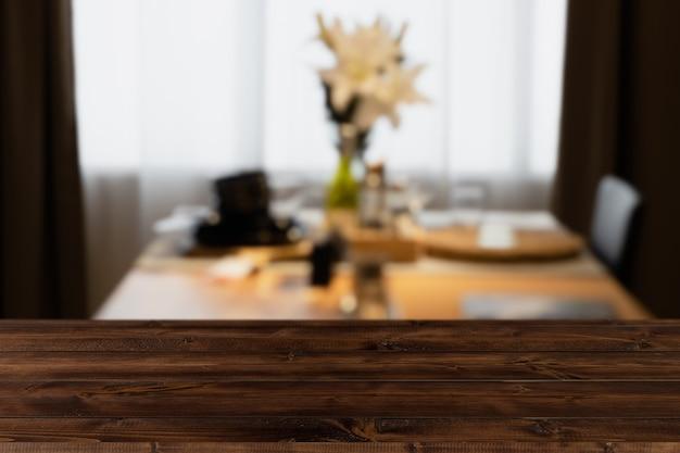 Nowoczesny, luksusowy stół do kuchni w kolorze czarnym złotym z drewnianym blatem do wyświetlania lub montażu produktów.