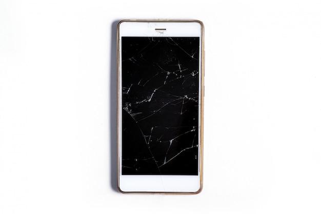 Nowoczesny mobilny smartfon dotykowy z ekranem potłuczonego szkła na białym tle. koncepcja serwisu, naprawy i technologii