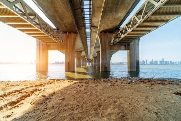Nowoczesny most