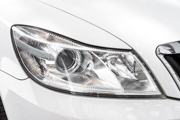 Nowoczesny reflektor samochodowy, detal zewnętrzny samochodu