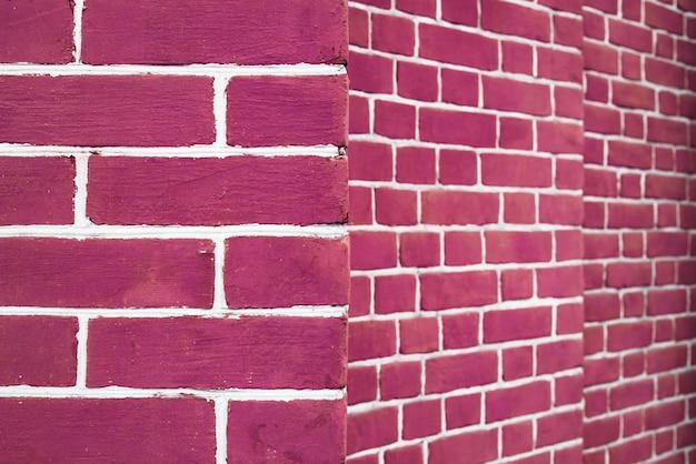 Nowoczesny różowy mur z cegły w perspektywie